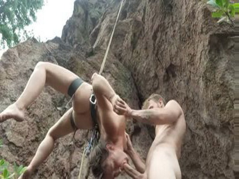 Amateur Exhibitionist Couple Fucking While Hanging On The Line